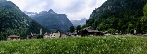 Panorama des Dorfes Sonogno im Verzascatal